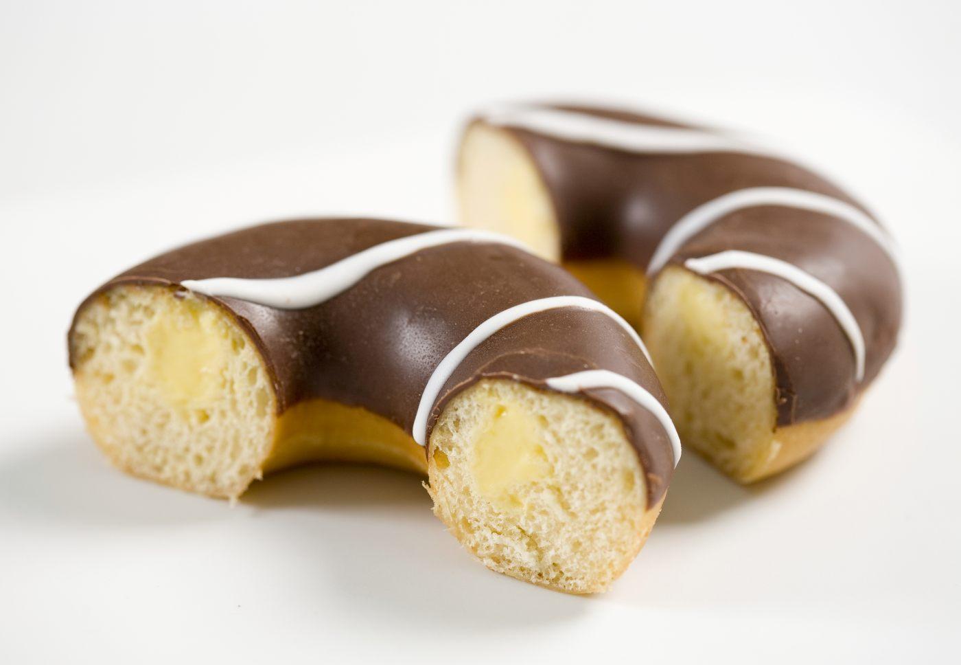 _MG_0134_donut_mit_vanille_fuellung_aufgeschnitten